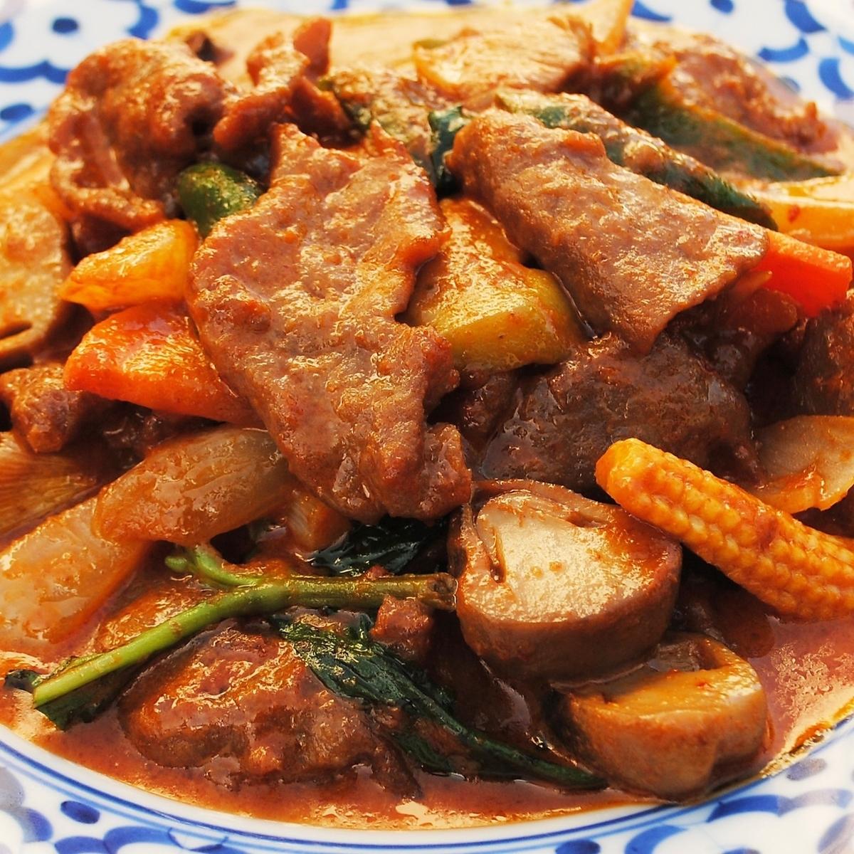 牛肉のレッドカレー炒め