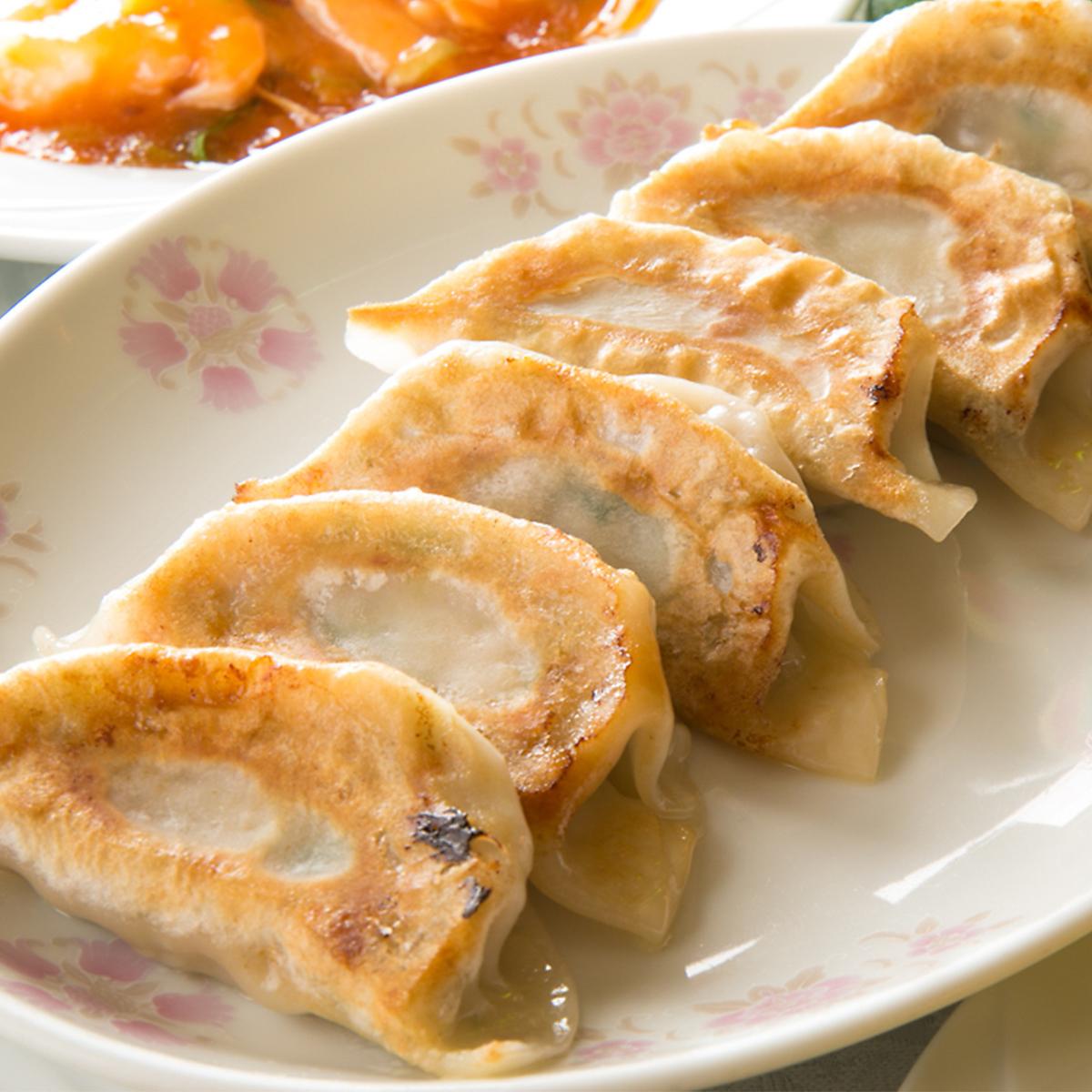 自家製焼き餃子(6個)/もちもち手作り水餃子(5個)