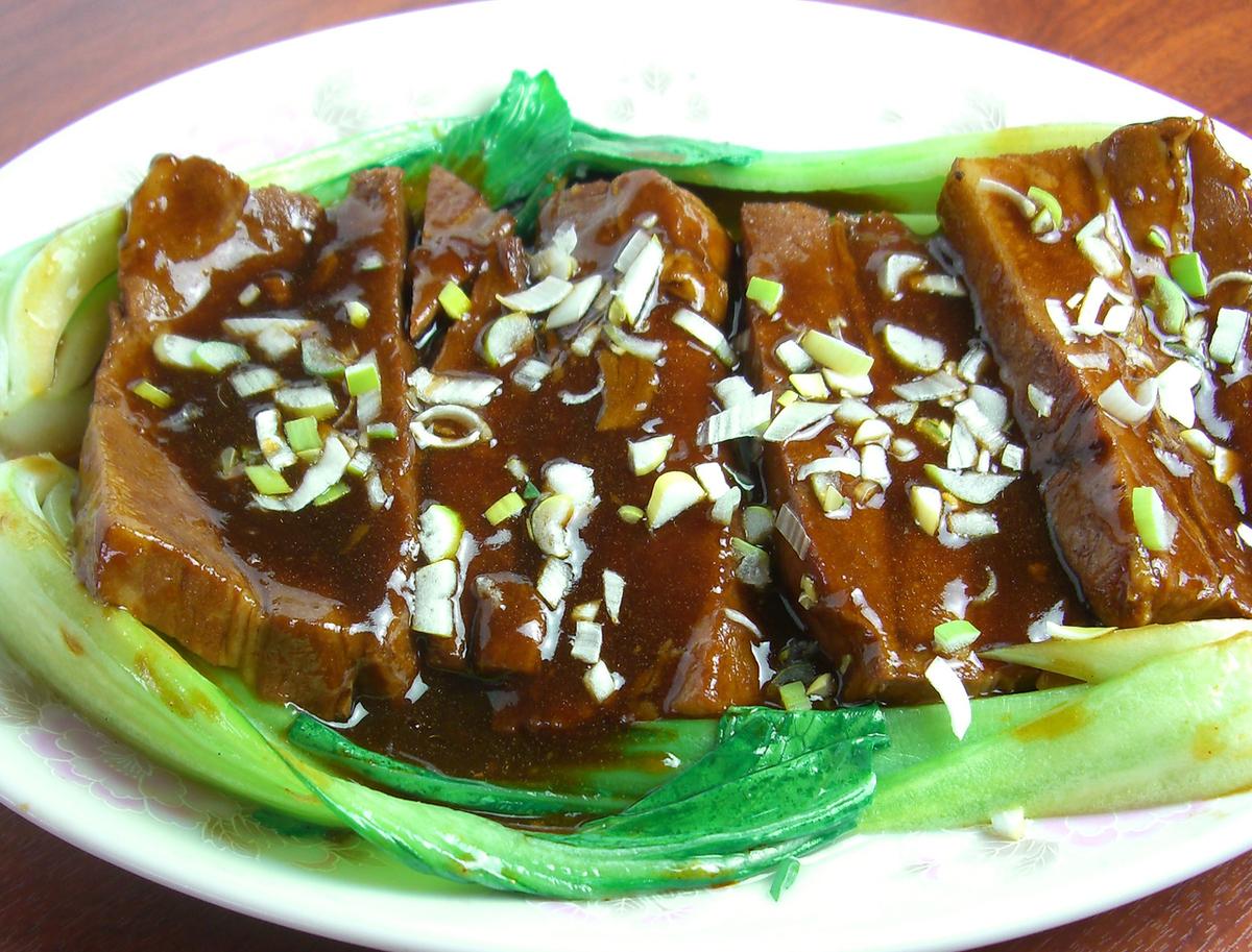 豚バラの角煮(2枚)/豚肉とキクラゲ、玉子炒め