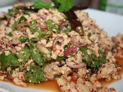 ラーガイ(鶏ひき肉のタイ風サラダ)