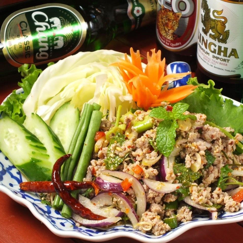 돼지 간 고기와 허브 매운 샐러드 (라뿌 무)