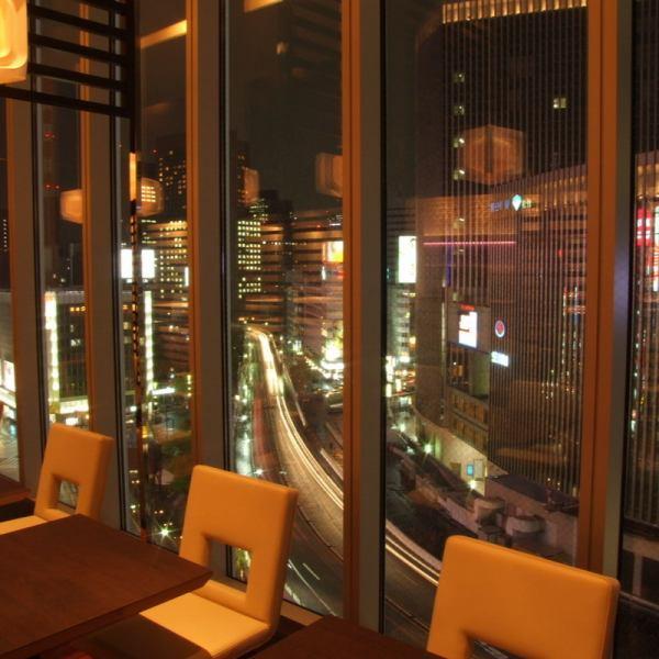 【銀座の夜景をご覧いただけるガラス個室】パノラマ夜景がステキ☆話題の有楽町エリアを眺めながらシャンパン&ヘルシー料理を堪能!こちらの個室は22名様まで。大変人気のお席ですので、お早目のご予約をおすすめします。