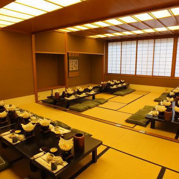You can also have banquets for up to 44 people for digging tatami mats