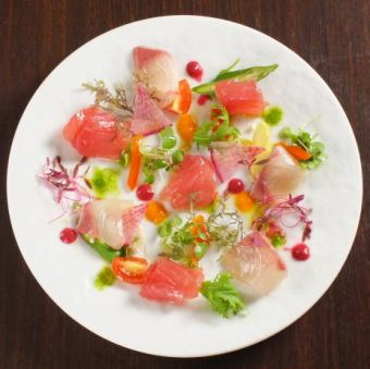 今天的新鲜鱼三种生牛肉〜蔬菜色拉酱〜