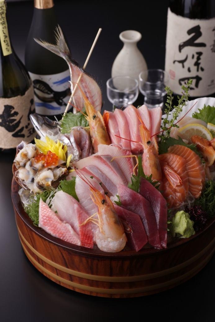 商店,您可以滿足新鮮的時令魚和當地的清酒