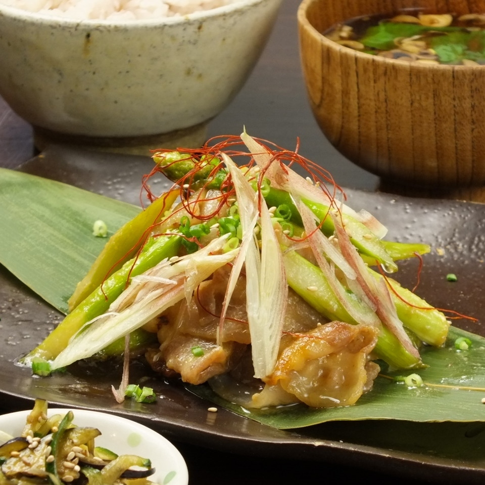 Stir-fried pork miso with asparagus and alga (6 grain rice · red miso soup · small bowl)