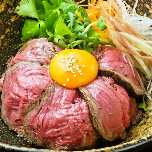 ★たっぷり香味野菜の牛たたき丼★牛のたたきをふんだんにつかったさっぱりとした丼物