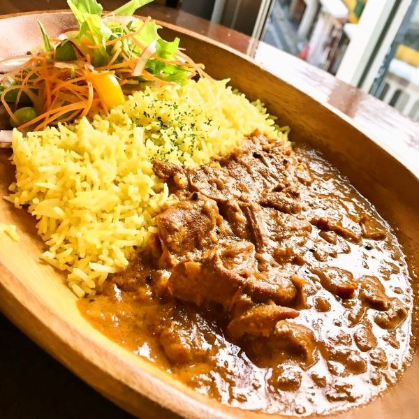 ● 'wacca of curry ● Spicy Chicken curry (with salad) 1080 yen - salad with drink 1,200 yen ※ lunch only