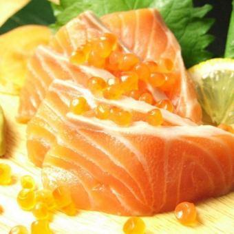 Raw salofon sashimi