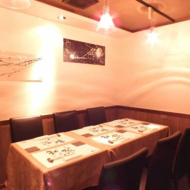【There is a complete private room of 6 to 14 people】 Atmosphere in a fine adult space forgetting the hustle and bustle of the city, based on white, black and wood grain ◎ Offer creative cuisine made with particular attention made to spare time I will do.You can use it for various scenes from entertainment to banquet.