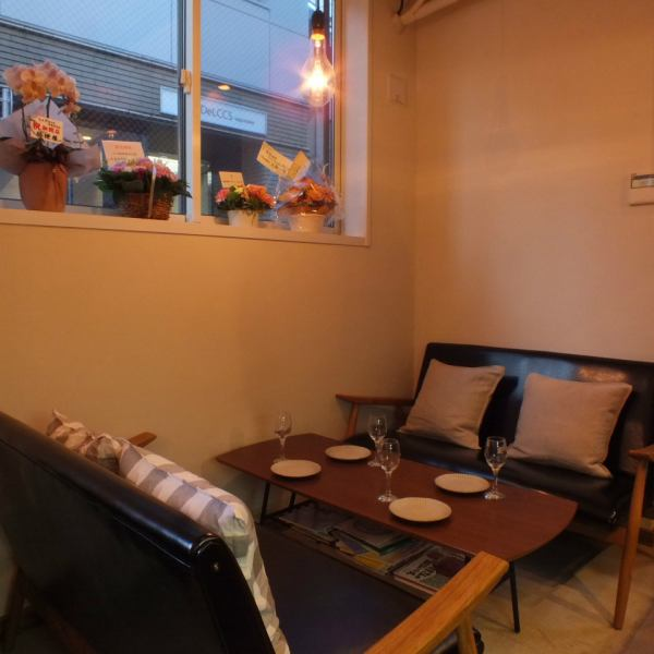 Inside the shop, we offer a loose sofa seat of 4 people sitting comfortably for relaxing with children.Because it is only one table, plenty of privacy ... ★ Please enjoy delicious aged meat and commitment ingredients while watching the kitchen counter.