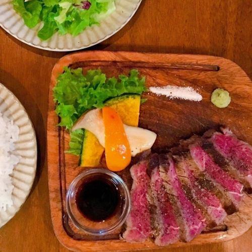 黒毛和牛ステーキセット(サラダ、ご飯またはパン付)