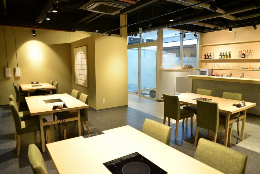 데이트 나 관광에 추천, 실내는 깨끗하고 청결감이있는 일본식 공간으로 완성되고 있습니다.완전 개인 실, 반개 인실 차분한 점내에서 엄선 아구와 이시가키 소를 만끽하실 수 있습니다.