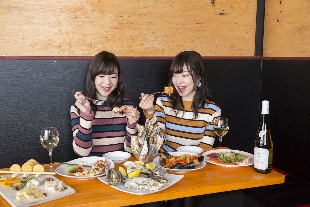 Popular girls' association is available from 3h 2980 yen with sparkling wine.How about a girls' party with a fashionable bar?