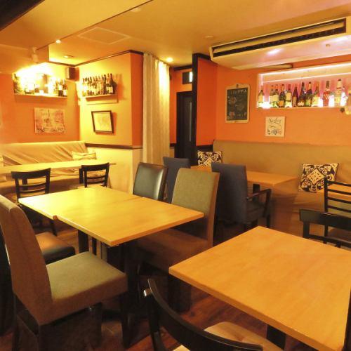 ご宴会にもお勧めのこちらのお席♪ご宴会コースは¥4000~ご用意♪飲み放題も付けれますよ♪UMIバル~うみばる~牡蠣 食べ放題 西新宿