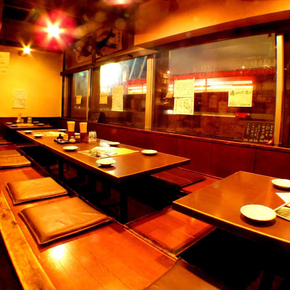 1階は掘りごたつ・テーブル席・カウンター…と有り。少人数でもご利用いただけます!まんてんの星自慢のお料理と圧倒的種類の焼酎をごゆっくりとご堪能ください。お席の希望がございましたら、ご予約時にお伝えください。【個室風/掘りごたつ/焼酎/地酒/日本酒/魚/肉/居酒屋/宴会飲み放題/九州/岡山駅】