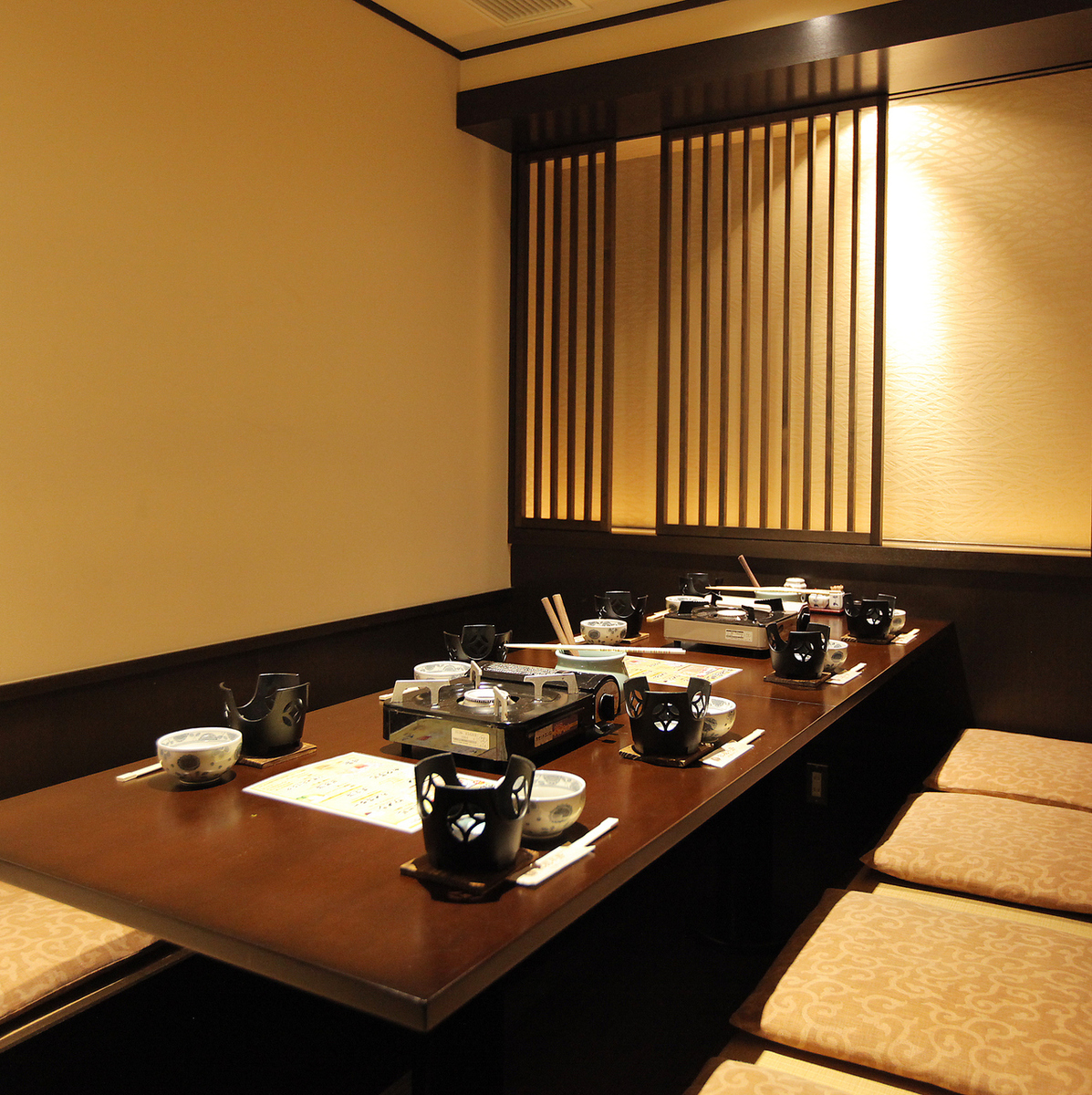 It is a complete private room of digging type that can be used optimally for 6 to 8 people.It is ideal for use in various scenes such as banquet and dinner party.For popular seats, reservations are recommended as soon as possible.Please do not hesitate to tell us your preliminary content.