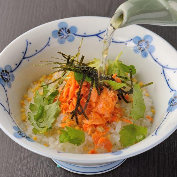 茶餅(李子,鮭魚,膠水)