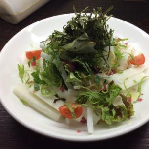大根と山芋の梅じゃこサラダ
