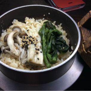 山菜きのこ釜飯