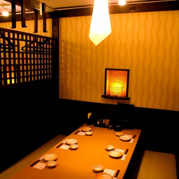 Half-room seating for up to 6 people.It is partitioned by a roll screen ♪ Because it is a table seat, it is OK even if you do not take off your shoes!