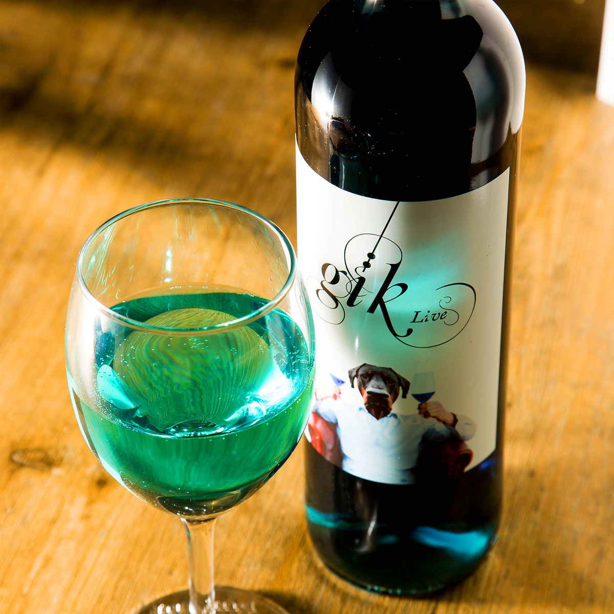 The world 's first blue wine which became a topic all over the world finally landed in Sengawa w The best wine is prepared for a trendy installing ☆ ☆