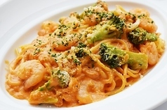Shrimp and broccoli with tomato cream