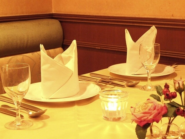 広いテーブル席では2名様~のご予約も可能