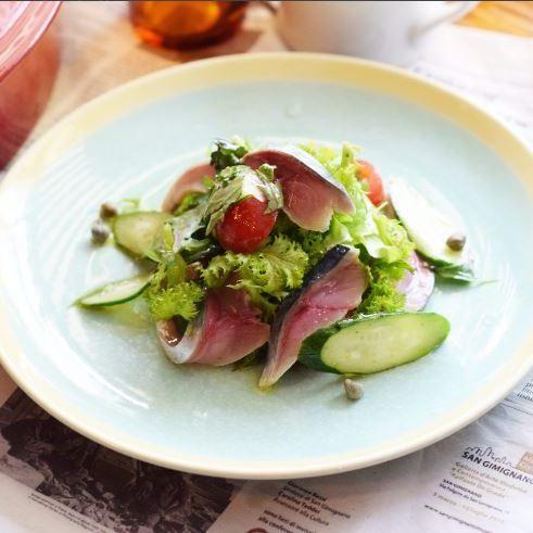 本日鮮魚と葉野菜のカルパッチョサラダ