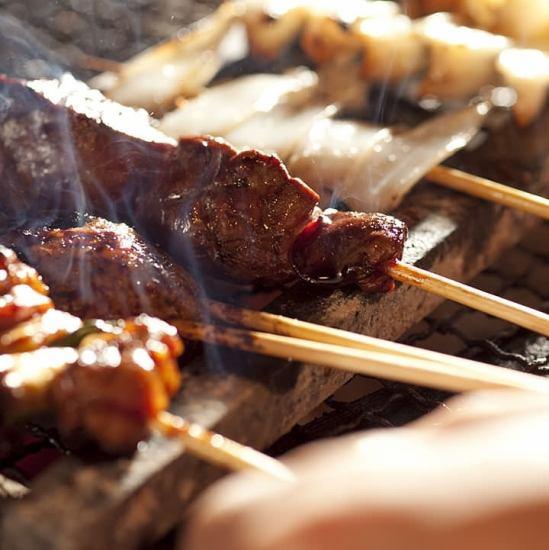 我們還提供各種肉類菜餚,包括烤雞肉串