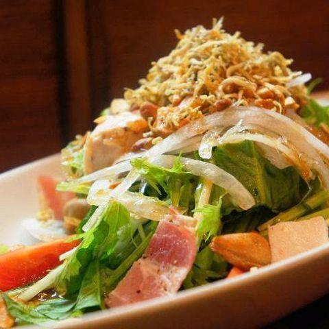 菠菜和Kyoseki沙拉