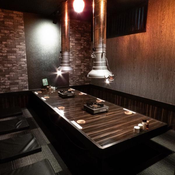 最大10名様迄ご利用いただける個室や20名様以上でもご利用可能なテーブル席もご準備しております!
