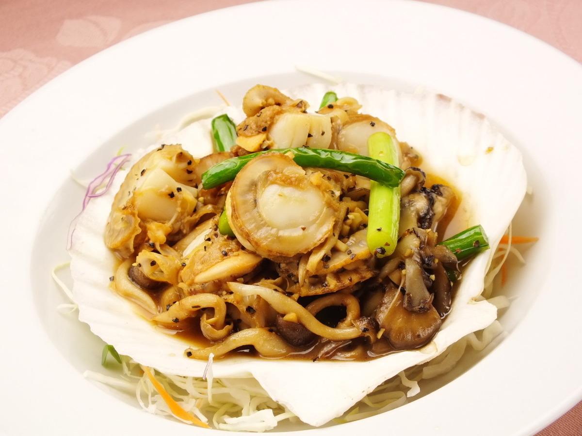 Stir-fried scallops with garlic