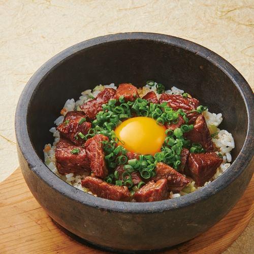 肉まみれ石鍋チャーハン