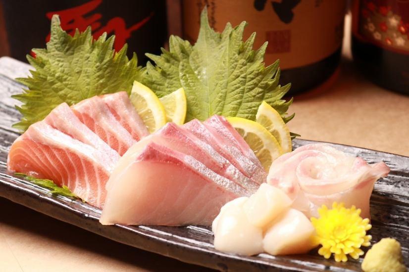 新鮮な海鮮を使った和のお料理もオススメ。お造り盛りなどどうぞ