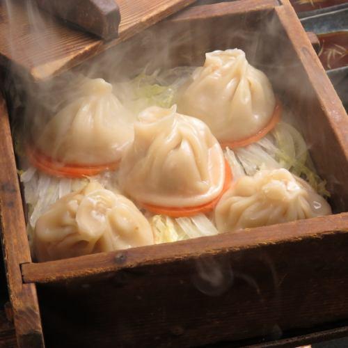 【新作】肉汁たっぷり小龍包(5ケ入り)