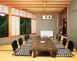 【6 people private room】 It is a room of 5 rooms, 4 to 12 persons in a private room.The 2nd and 3rd floors are completely private rooms.You can enjoy your meal in front of the Kinkakuji Temple.
