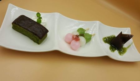 4月限定メニュー「抹茶のブラウニーと沖縄・大東羊羹」
