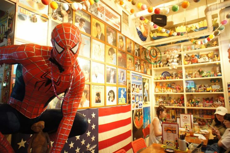 【Sakae station 3 minutes】 In-store ★ full of American miscellaneous goods & pop character ★
