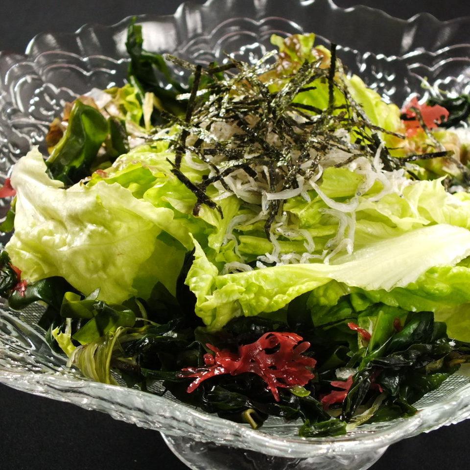 沙拉用蝦和海草