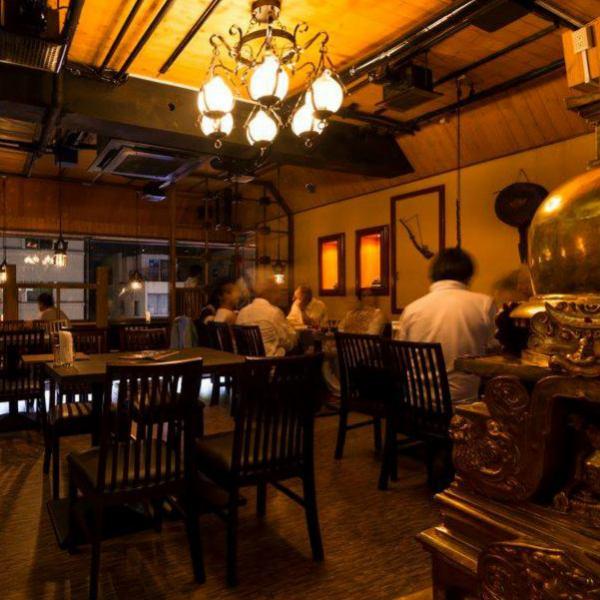 점내는 민족 요리점의 분위기가 감도는 공간.신 오오쿠보에서 인기있는 이유의 하나이기도합니다 ♪