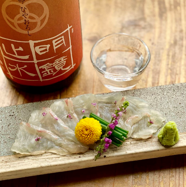 Seasonal fresh seafood and sake throughout the country