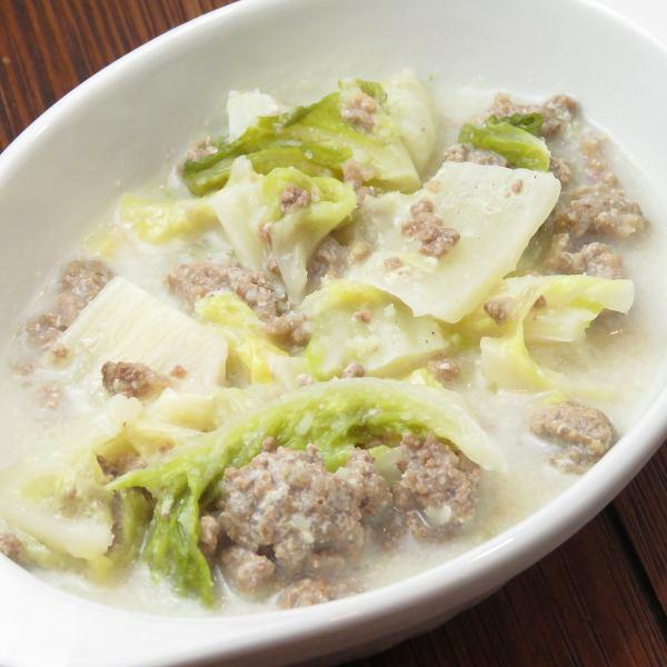 【定番オリジナルメニュー】 たっぷり白菜と牛ひき肉のミルク煮