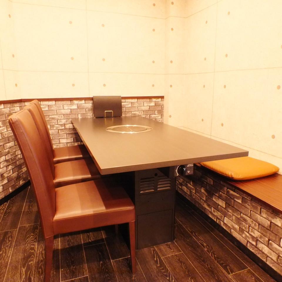 넓은, 느긋하게 쉴 테이블 석.