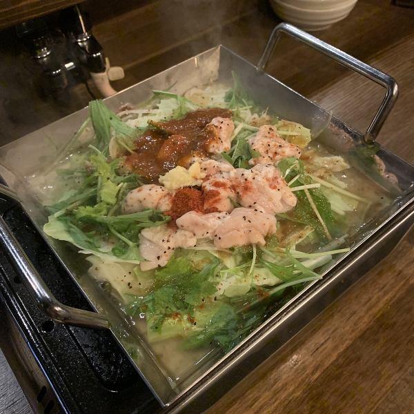 【チリ鶏鍋始めました】寒い冬の時期に、身体もあたたまるお鍋はいかがでしょうか