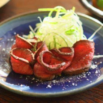 Okayama Niimi Sencha Beef A-5成熟的烤牛肉