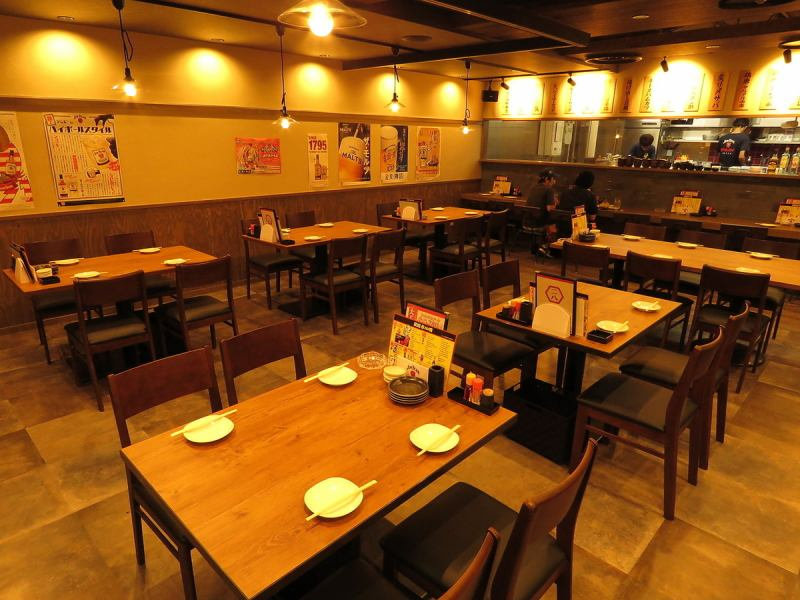 «5 / 22th OPEN !!» The spacious interior is a popular tavern which drifts somewhere.A space that can be gathered by friends and surrounded by drinks while being small and widespread is available for small groups ~ Available in a convenient space that has evolved the traditional massage bar.Enclose alcohol in a table seat lined with narrow spaces and drink this evening.[Okayama / Okayama-shi / Okayama station / Direct-connected station / Nishiuchi / 280 yen / popular Izakaya / Izakaya / All you can drink]