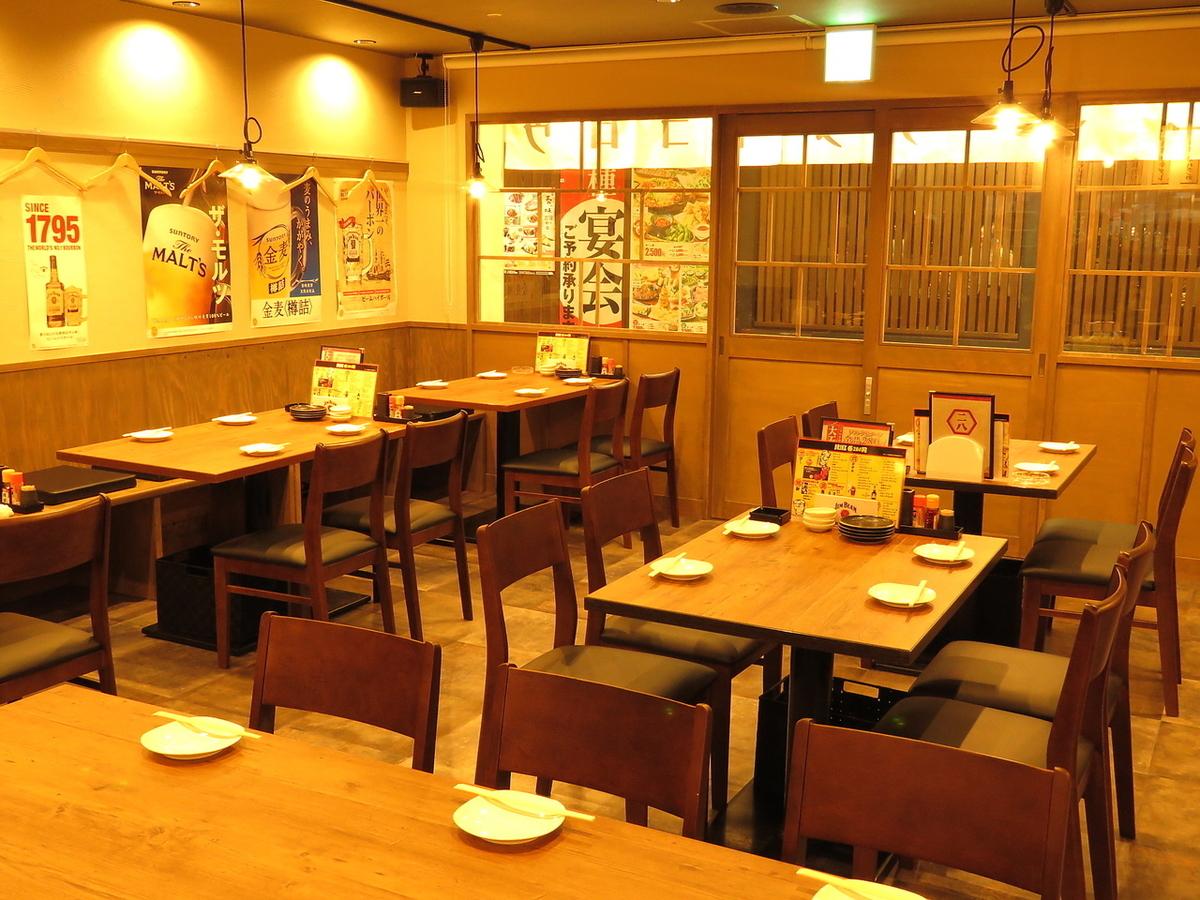 2~4名のテーブル席を完備。配置を変えれば宴会もご利用可能![岡山/岡山市/個室/にっぱち/280円/刺身/餃子/宴会/]
