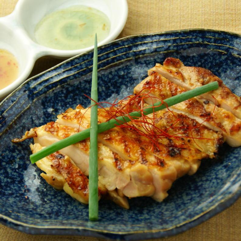 泰國樣式多雪的雞烤雞