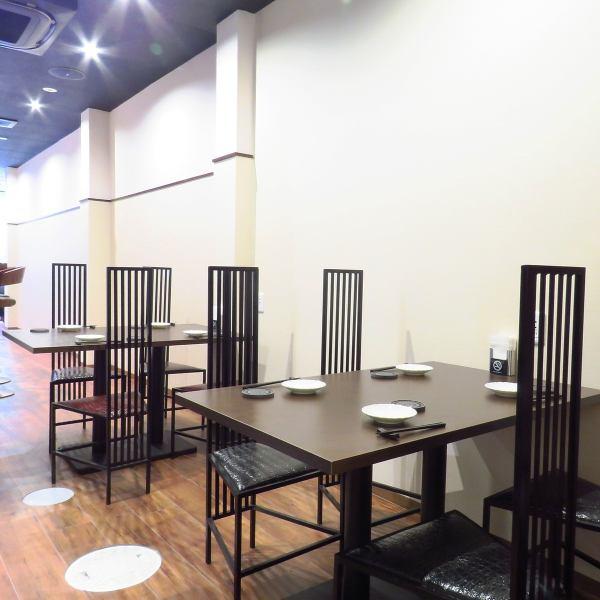 桌席会有两个四强席位×。推荐用于少数人的聚会。